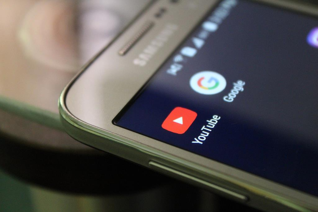 com os próprios recursos do Android você consegue alterar o perfil e instalações do smartphone