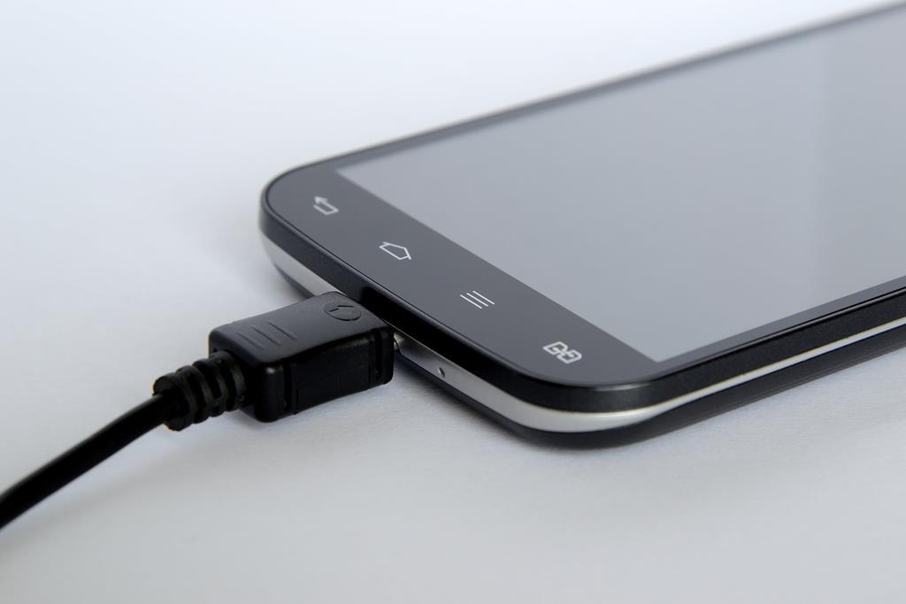 o Vysor é um programa no qual você consegue acessar o celular pelo USB