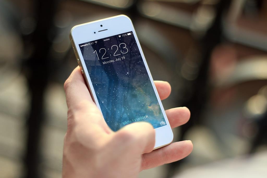 também é possível ocultar apps nativos do iPhone