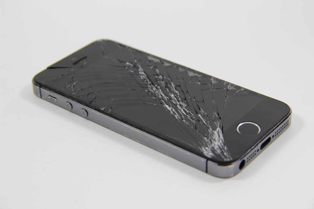 você pode tentar vender seu celular com a tela quebrada para sites especializados em vendas de smartphones usados